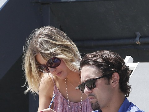Kaley Cuoco and Ryan Sweeting spent Memorial Day at a beach house party in…