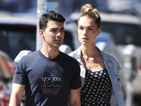 Joe Jonas and GF Blanda Eggenschwiler were spotted lunching at Real Food Daily…