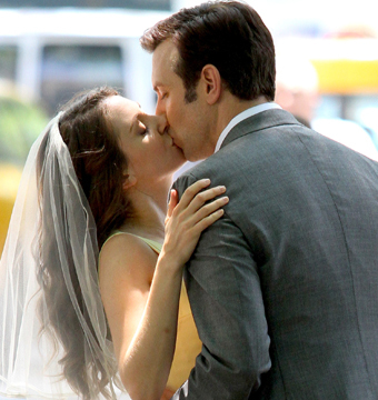"""Jason Sudeikis and Alison Brie shot a passionate kiss on the set of """"Sleeping…"""
