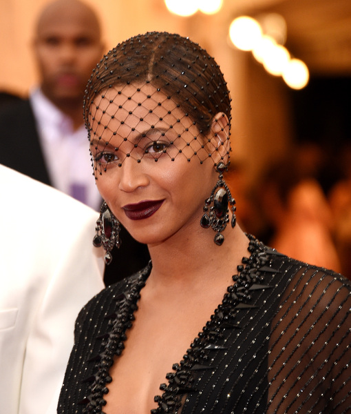 Beyoncé Teases 'Fifty Shades of Grey' Trailer!
