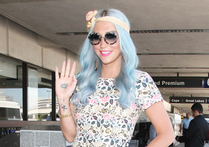 Singer Kesha looked cute as she waved to photographers at LAX.