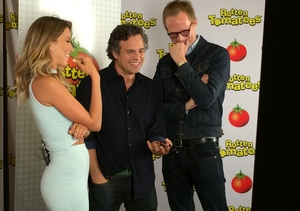 Comic-Con 2014: Mark Ruffalo & Paul Bettany Show Their 'Avengers'…