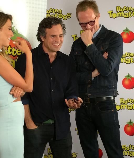 Comic-Con 2014: Mark Ruffalo & Paul Bettany Show Their 'Avengers'…