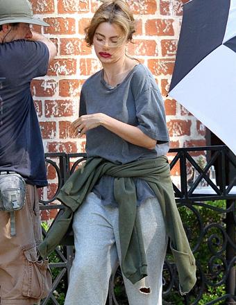 Sofia Vergara S Shocking Look On The Set Of Modern Family