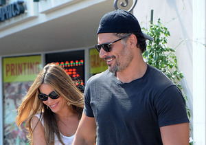 Sofia Vergara and boyfriend Joe Manganiello stopped for lunch at Burger Lounge…