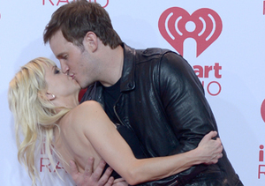 Anna Faris and Chris Pratt shared a passionate kiss in the press room at the…