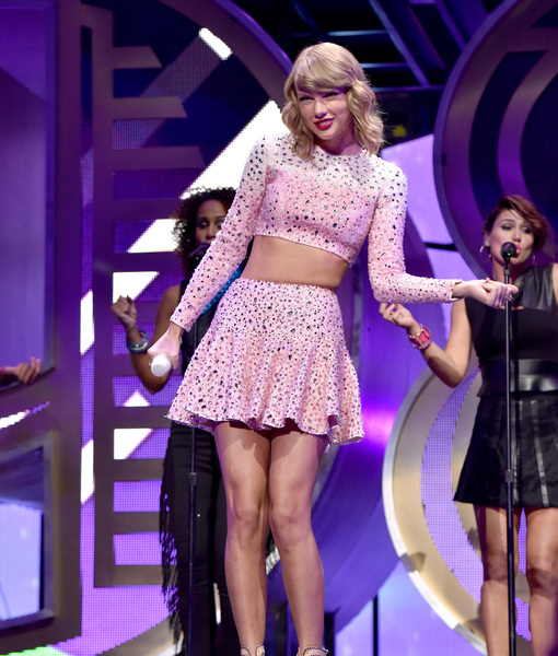 Pics! Taylor Swift's Gorgeous Legs