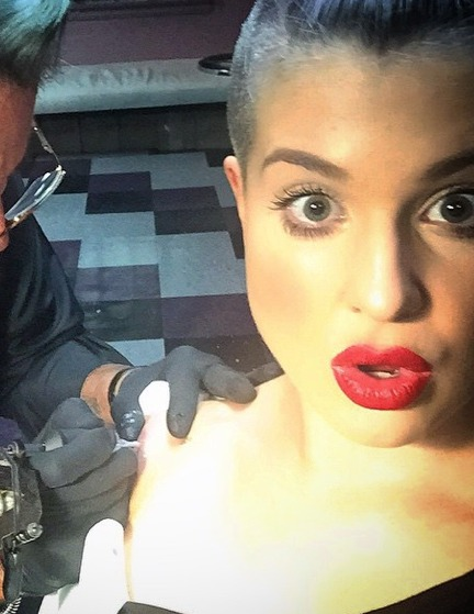 Pics! Kelly Osbourne Gets Tattoo in Honor of Joan Rivers