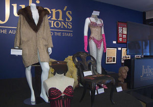 Hollywood Memorabilia from Farah Fawcett, Marilyn Monroe and Others at Julien's…