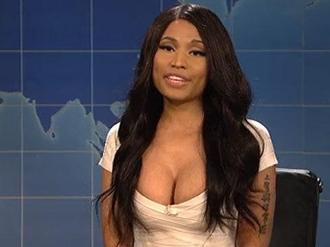 'SNL' Recap: Nicki Minaj Spoofs Kim Kardashian's Nude Photos