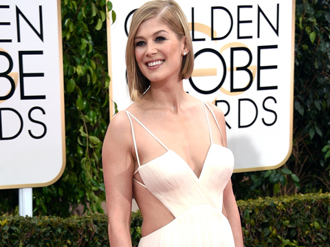 Golden Globes Fashion: Rosamund Pike Shows Off Post-Baby Body in Sexy Cutout…