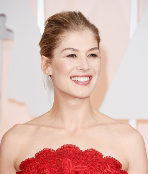 Ravishing in Red! 'Gone Girl' Rosamund Pike Goes Glam for Oscars