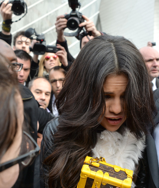 See! Selena Gomez Caught in Scary Crowd Crush in Paris