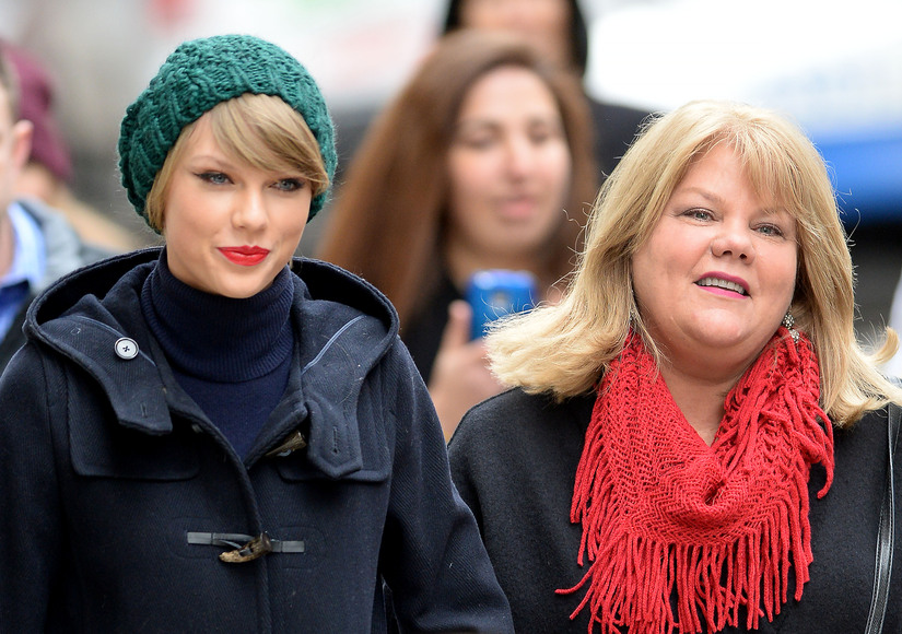 Taylor Swift Reveals in Emotional Letter to Fans That Her Mom Has Cancer