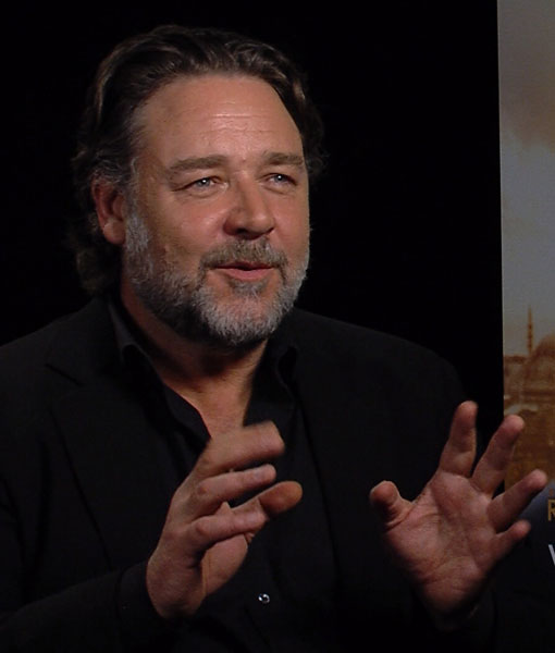 Russell Crowe Caught Off Guard by Michael Jackson's Prank Calls