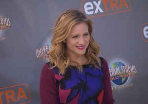 'Pitch Perfect 2's' Brittany Snow Takes Back a Dating Confession and Talks…