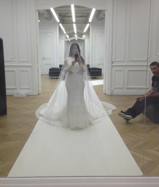 Kim-Kardashian-Selfie-6