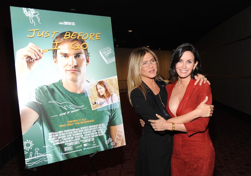 Jennifer Aniston and Courteney Cox's 'Friendly' Red Carpet Reunion!