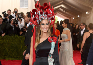 Sarah Jessica Parker Hits the Met Gala Red Carpet in Stunning Headdress