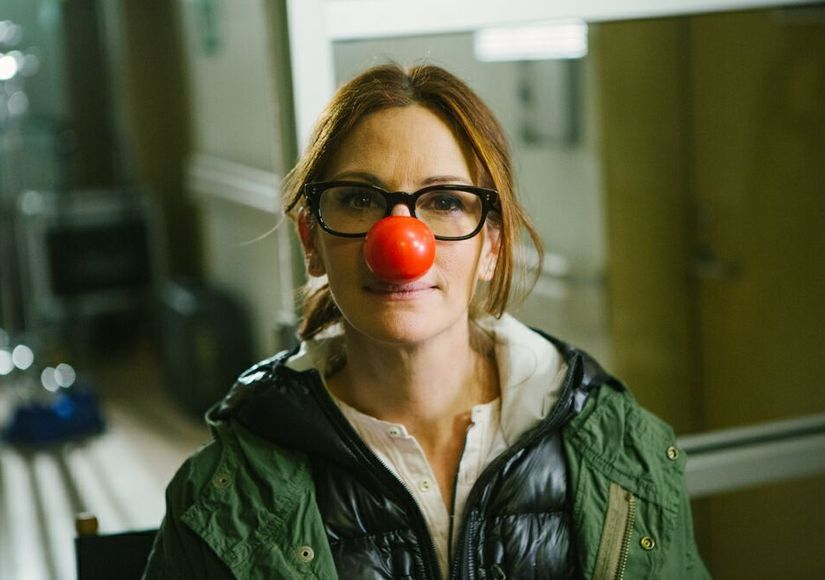 Pic! Julia Roberts Poses in Red Nose for a Good Cause