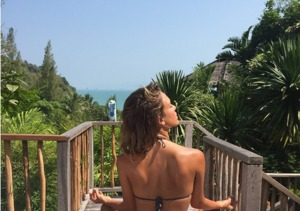 Stars in Bikinis! Jessica Alba, Kim Kardashian, Selena Gomez and Other Hotties