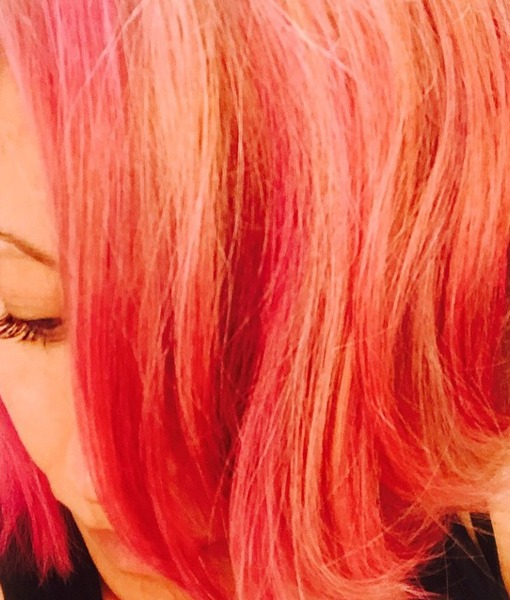 Kelly Ripa Debuts New Pink 'Do!