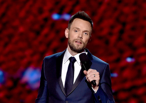 Joel McHale Makes Hilarious Tiger Woods Joke during ESPYs Monologue