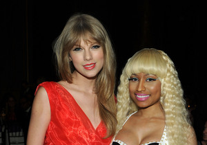Nicki Minaj & Taylor Swift Share a Laugh About Twitter Misunderstanding