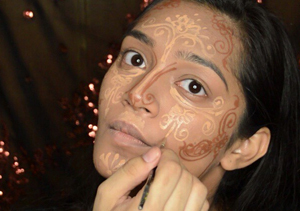 Is This the Latest Trend in Contouring Makeup?