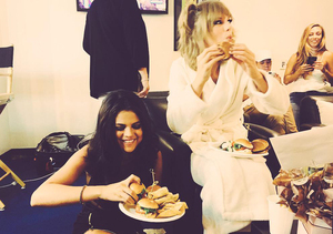 Selena Gomez and Taylor Swift Chow Down on Burgers Backstage at VMAs