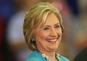 Hillary Clinton Impersonates Donald Trump on 'SNL'
