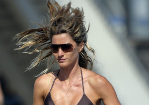 Extra Scoop: Is the Proof in the Pix? New Shots of Gisele Bündchen Showing Off…