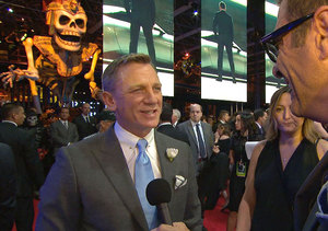 'Extra' on the 'Spectre' Red Carpet in Mexico City with James Bond Himself