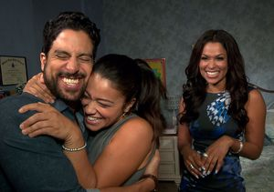 Adam Rodríguez Crashes Gina Rodriguez's 'Extra' Interview on 'Jane the Virgin'…