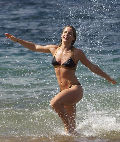 'Arrow' Hits the Bull's-Eye with Emily Bett Rickards' Hot Bikini Body