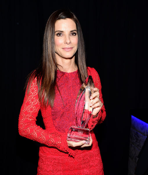 How Sandra Bullock's Kids Got Her Red-Carpet Ready for the People's Choice Awards