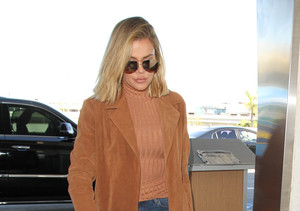 Khloé Kardashian's Plane Makes Emergency Landing!