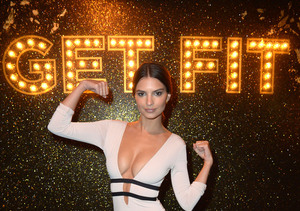 Emily Ratajkowski's Honest Confession About Her New Year's Resolutions
