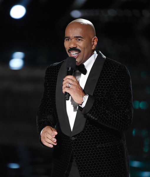 Steve Harvey Reacts to Embarrassing Oscars Mishap
