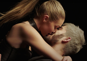Zayn Malik & Gigi Hadid Make Out Like Crazy in 'Pillowtalk' Music Video…