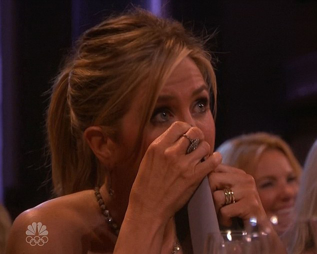 jennifer-aniston-crying