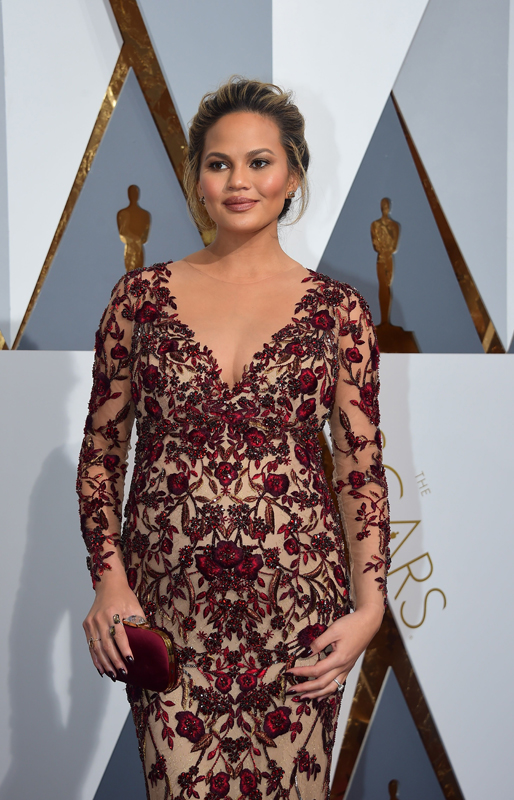 chrissy-teigen-resized-oscars