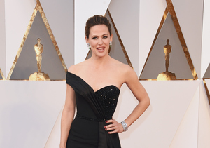 Jennifer Garner Is a Vision in Versace at the Oscars!