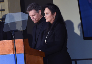 Extra Scoop: Randy Travis' Wife Recounts How Country Singer Nearly Died 3…