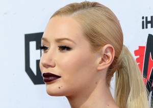 Iggy Azalea Still Wearing Engagement Ring!