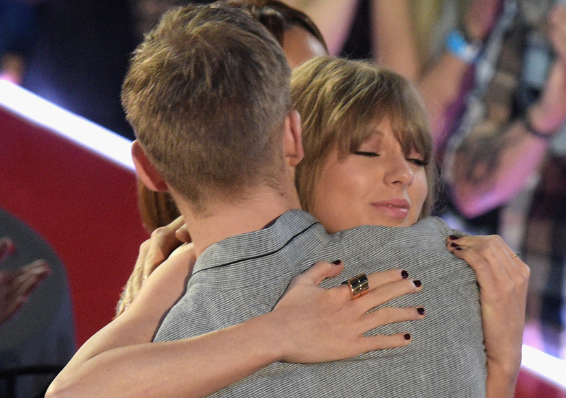 Taylor Swift Thanks 'Amazing Person' Calvin Harris at iHeartRadio Music Awards