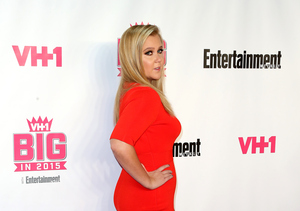Extra Scoop: Amy Schumer Is 'Not Cool' with Being Called Plus-Sized
