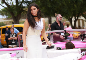 Kim Kardashian Steps Out in Choker from Nicole Brown Simpson