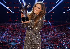 Jim Belushi Surprises 'Curly Sue' Co-Star and 'Voice' Winner Alisan…