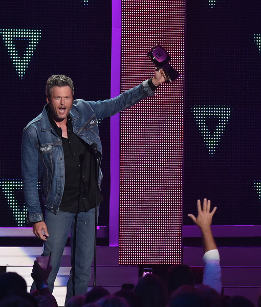Blake Shelton & Tim McGraw Flying Solo at CMT Awards — Where Were Gwen…